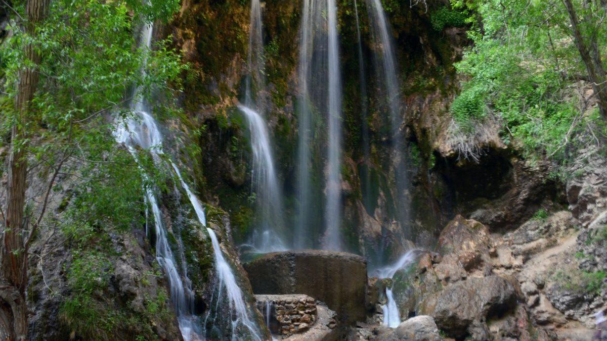 معرفی دره آبشار اخلمد و سایر جاذبه های گردشگری این مکان زیبا